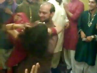 आदमी उसकी माँ और सेक्सी एचडी हिंदी मूवी gf कर रही देखता है