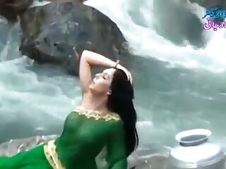 ट्रैश सेक्सी मूवी एचडी हिंदी गेटो गर्ल्स
