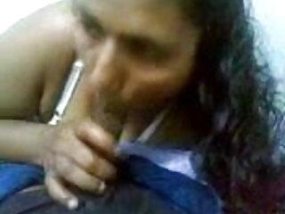 हॉट श्यामला एक handjob दे एक्स एक्स वीडियो एचडी मूवी रही है
