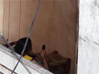 भव्य टैन रेडहेड उसकी ठोड़ी पर सह सेक्सी फिल्म हिंदी फुल एचडी में एक काला मुर्गा लेता है