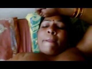 अधोवस्त्र में तेजस्वी लैटिना बिस्तर में अपने आदमी हिंदी सेक्सी एचडी मूवी को चिढ़ाती है