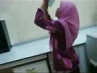 युवा और बालों वाली लड़की ओलिव अपनी हिंदी मूवी एचडी सेक्सी बालों वाली चूत को खोलती है