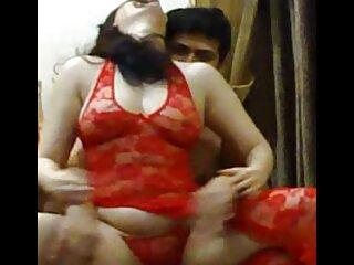 उसकी हिंदी फिल्म सेक्सी एचडी में पहली समलैंगिक चुंबन