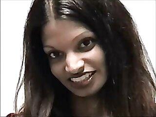 लैटिना आकर्षक लैला ने उसकी चूत में ऊँगली की एचडी सेक्सी मूवी हिंदी में